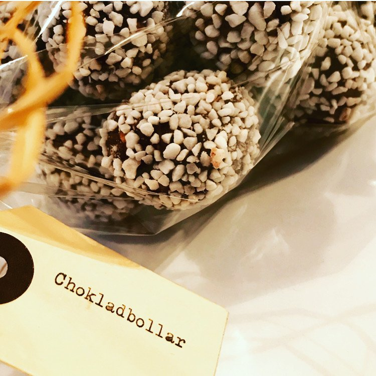 . .CHOKLADBOLLAR. .   CHOCOLATE OAT TREATS